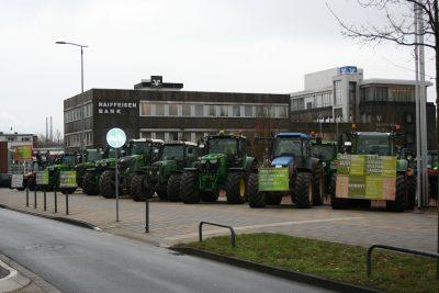 Landwirte protestierten mit klaren Aussagen und schwerem Gerät gegen die Landwirtschaftspolitik aus Berlin und Brüssel