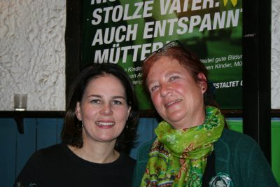 Annalena mit Susanne Regier (Vellmar) vom Kreisvorstand bei der Landtagswahl 2018